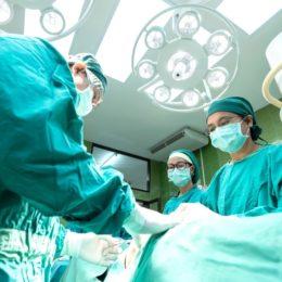Doctors operating - Pixnio