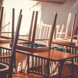 Empty classroom - Coyot
